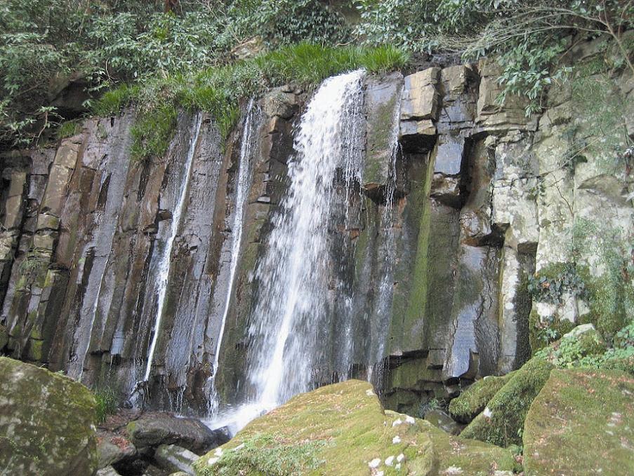 三明戸湧水、阿字雄の滝