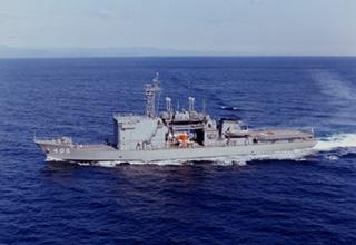 潜水艦救難母艦「ちよだ」型