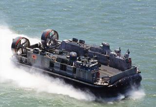 輸送用エアクッション艇 LCAC