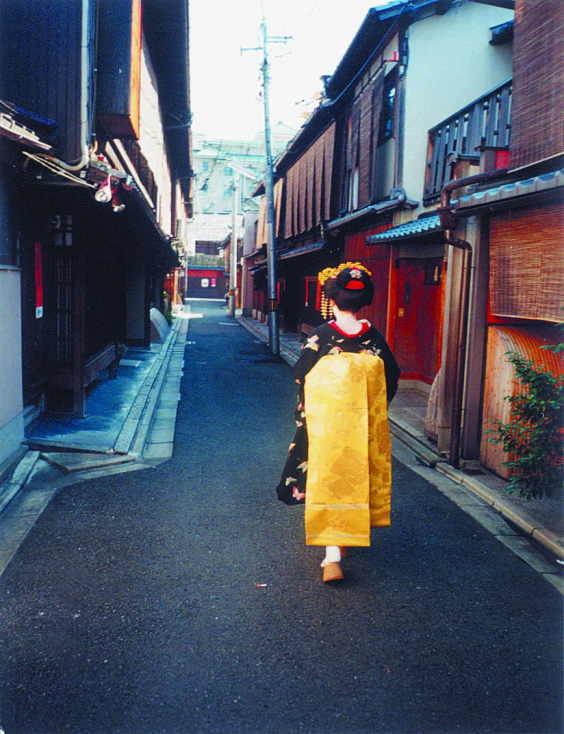 祇園界隈のおしろいとびん付け油のかおり