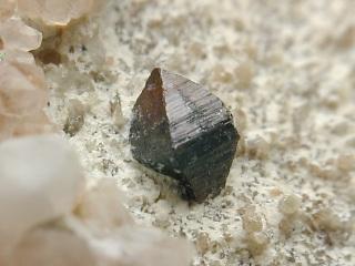 鋭錐石とは?