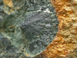 ベラウン石