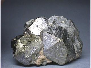 黄鉄ニッケル鉱