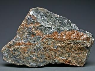 ブラグナテリ石