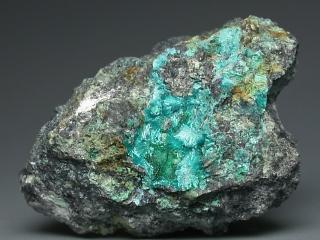 カレドニア石