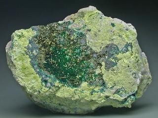 コルヌビア石