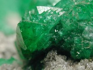 含銅アダム鉱