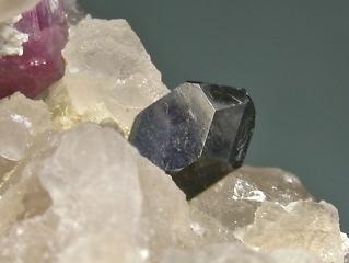 鉄コルンブ石