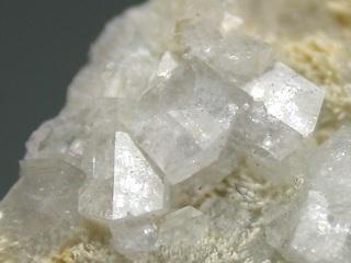 弗素アルミ石