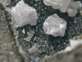 ガロン沸石