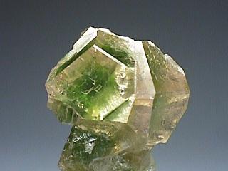 灰礬ざくろ石
