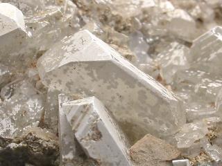 クルナコバ石