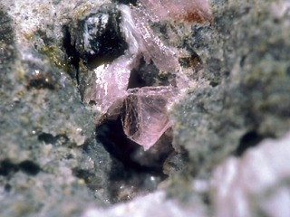 ネオジムランタン石