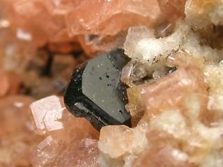 マンガンコルンブ石