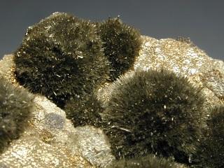 針ニッケル鉱