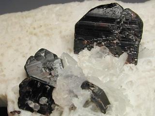 マンガンタンタル石