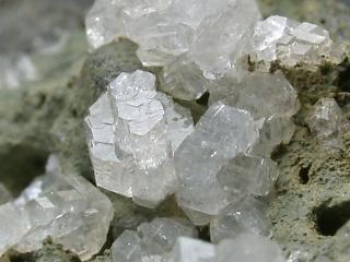 灰十字沸石の構造や特徴 Weblio...