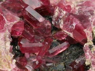パイロクスマンガン鉱