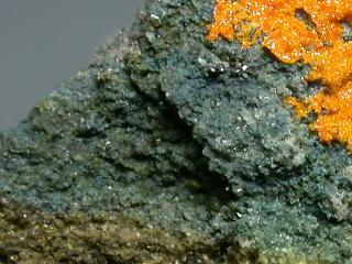 パラモントロス石