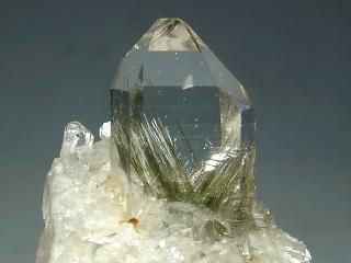 水晶と緑閃石
