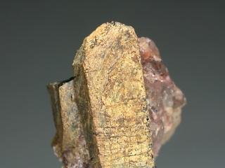 サマルスキー石