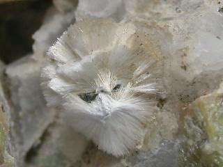 スコレス沸石の構造や特徴 Webli...