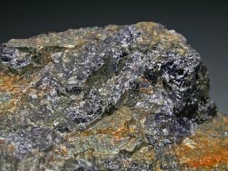 セカニナ石