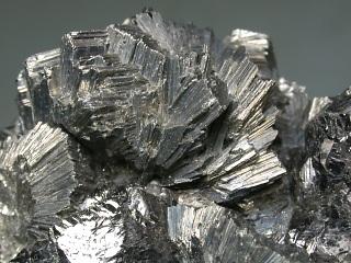 セムセイ鉱