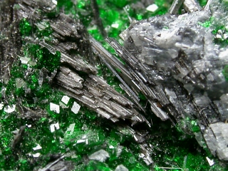 シュイスク石