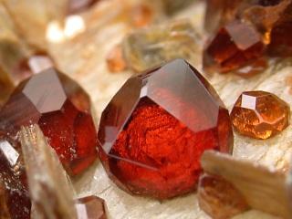 満礬ざくろ石