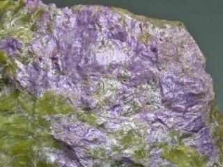 スティッヒト石