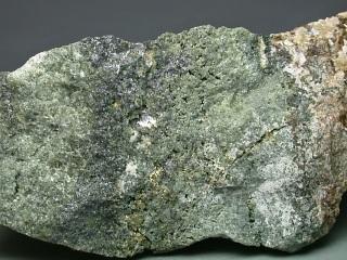 硫テルル蒼鉛鉱