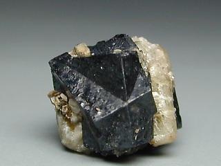 方トリウム石