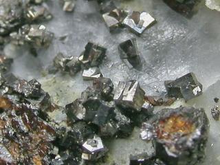 硫安ニッケル鉱