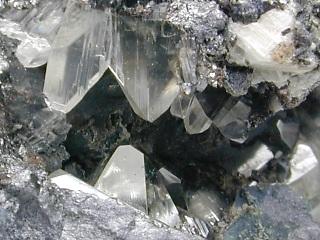 バレンチン石