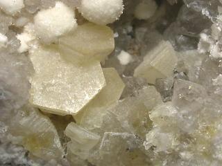 ウェロガン石
