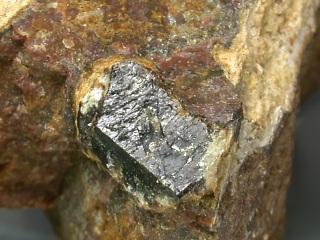 イットリア石