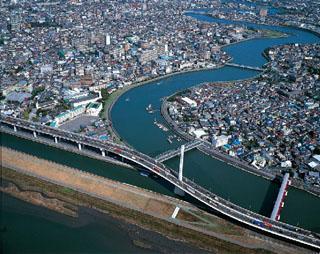 東京都葛飾区で中川と綾瀬川は合流する (手前から荒川、綾瀬川、中川)