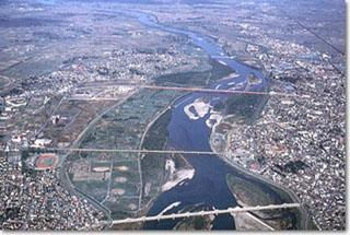 新潟県長岡市上空より信濃川(越後平野)を望む