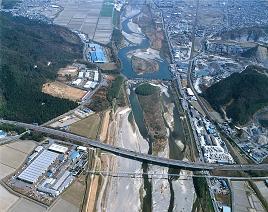 野洲町を流れる野洲川