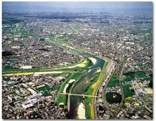 付替地点から下流部大阪平野を望む