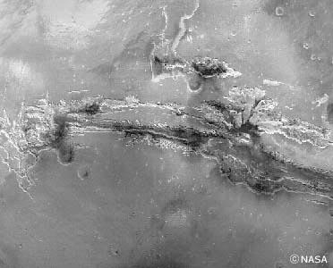 火星の赤道付近を東西に走る「マリネス渓谷」