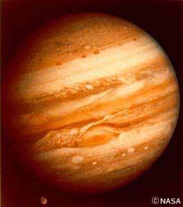 太陽系最大の惑星・木星。大気のようすが縞(しま)もようとなって見えます。